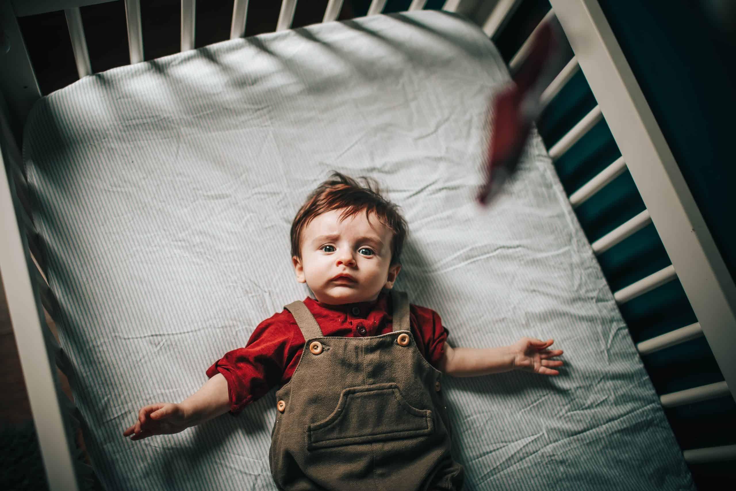 berceau bébé bambin dort