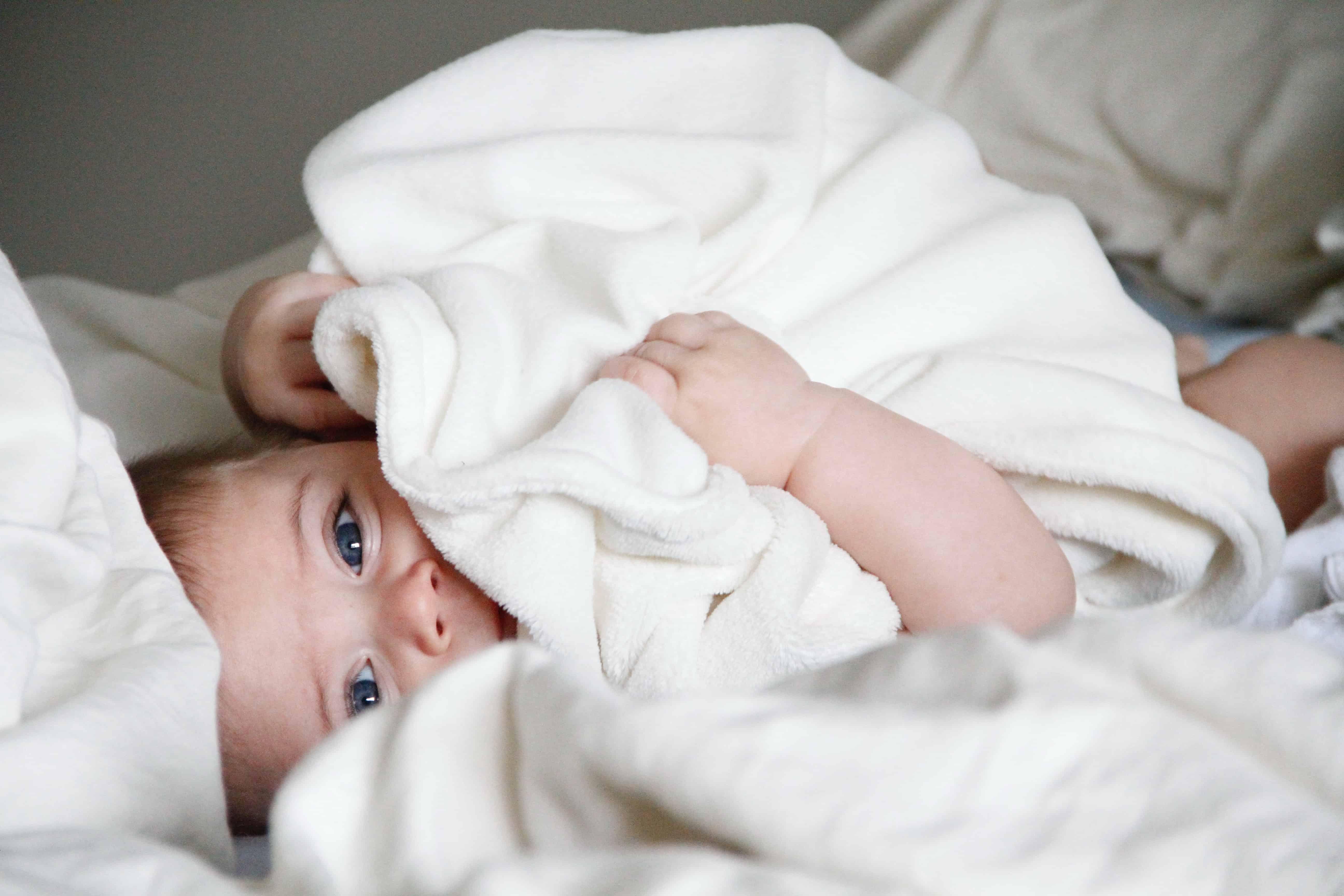 Faut-il laver le linge de bébé avant le premier usage ?