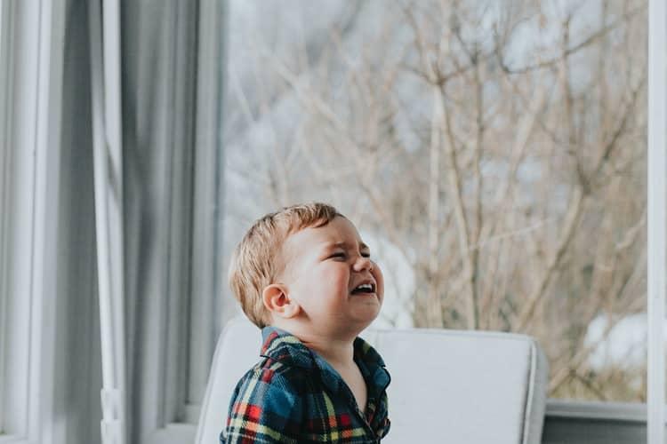 Comment savoir si bébé a mal à la tête ?
