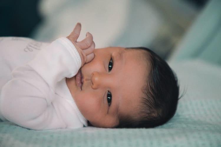 Quelle est la meilleure matière pour les vêtements de bébé ?