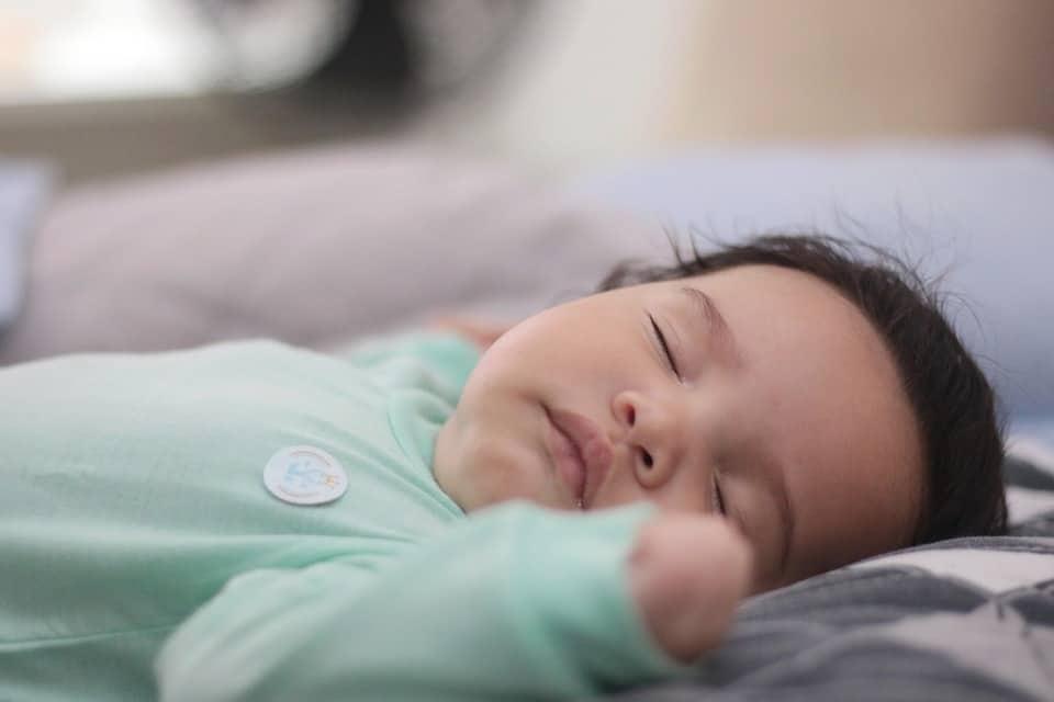 Quand apprendre à bébé à dormir seul ?