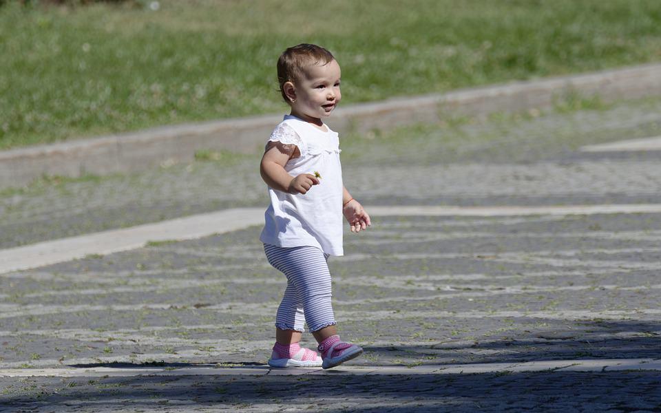 Comment aider bébé à apprendre à marcher ?