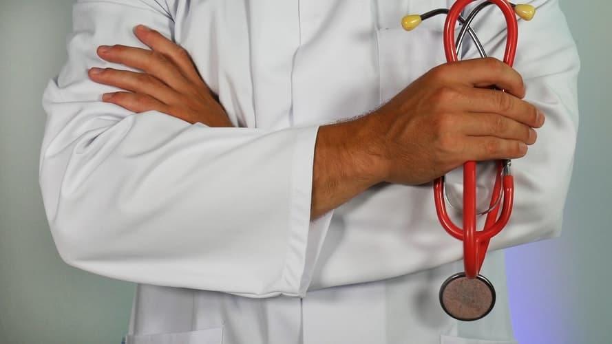 Faut-il voir un pédiatre ou un généraliste si bébé est malade ?